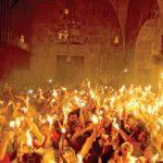 """كعادته كل عام .. """"النور المقدس"""" يضيء قبر المسيح"""