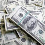 الدولار يتراجع عن أعلى مستوى