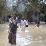 """إعصار """"مكونو"""" يضرب اليمن ويهدد عُمان والسعودية (صور وفيديو)"""