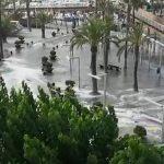 أمواج تسونامي تضرب الشوارع بـ إسبانيا