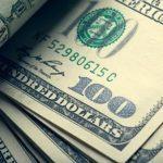 الدولار يتراجع خلال منتصف التعاملات