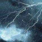"""""""أمطار مرعبة"""".. الأرصاد الجوية تحذر مواطني هذه المناطق وتصدر بيانا مهما (فيديو)"""