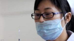 A Chinese nurse prepares to inoculate a woman with the swine flu vaccine at a hospital in Hefei, in eastern China's Anhui province on November 10, 2009. China's health authority  stepped up a mass vaccination campaign and other measures to combat swine flu as the number of cases soared to nearly 60,000 and the death toll almost doubled to 30.     CHINA OUT         AFP PHOTO (Photo credit should read STR/AFP/Getty Images)